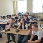 Директор IT-компании «Инновации детям» Дмитрий Андреев рассказал старшеклассникам о профессиях на рынке IT.